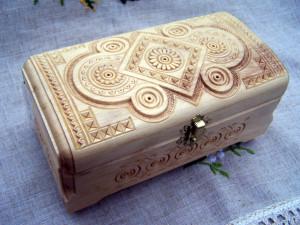 Деревянная шкатулка в подарок