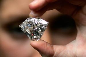 Выбираем украшения с бриллиантами.