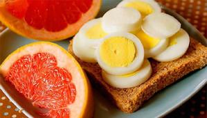 Яйца с грейпфрутом